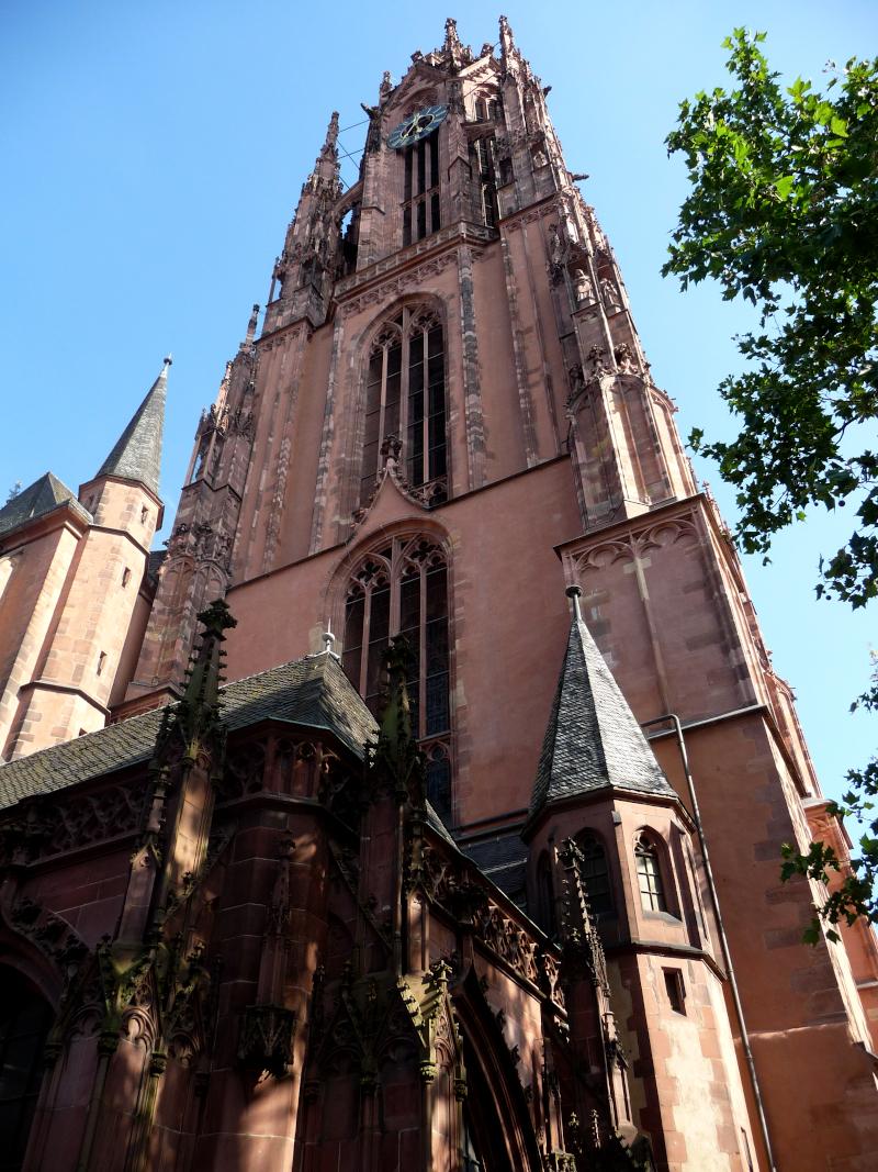 Turm des Frankfurter Doms