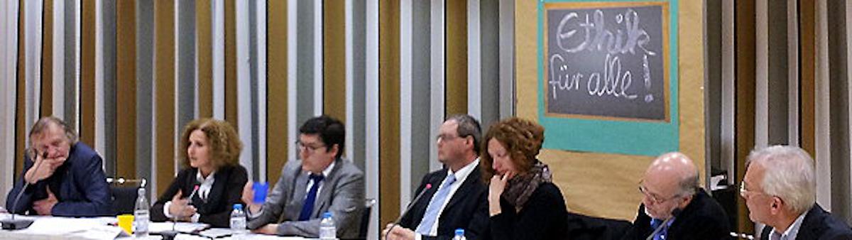 """Podiumsdiskussion zum Thema """"Ethik für alle"""""""